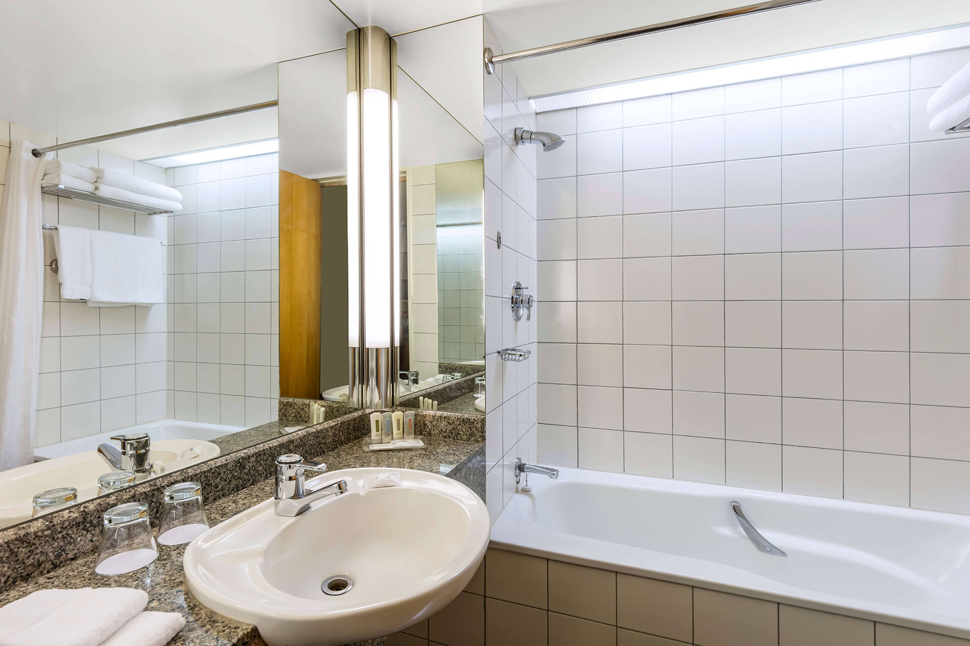 01.3-Superior-Room-and-Deluxe-Room-Bathroom