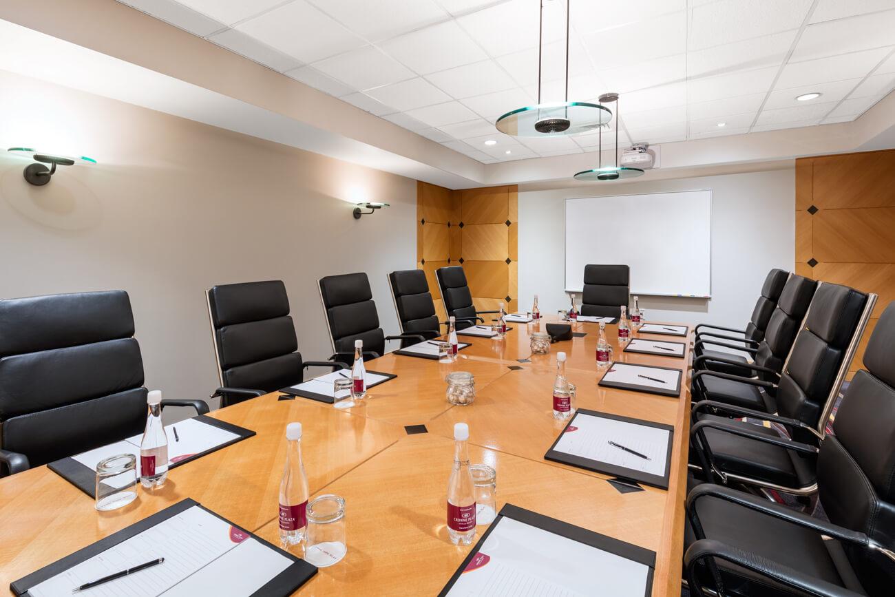 07.1 Banner Boardroom